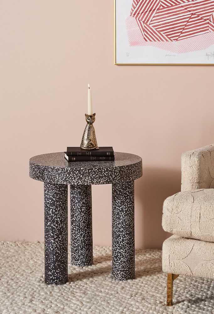 Aquele toque de estilo na decoração que só uma mesa lateral redonda como essa pode dar