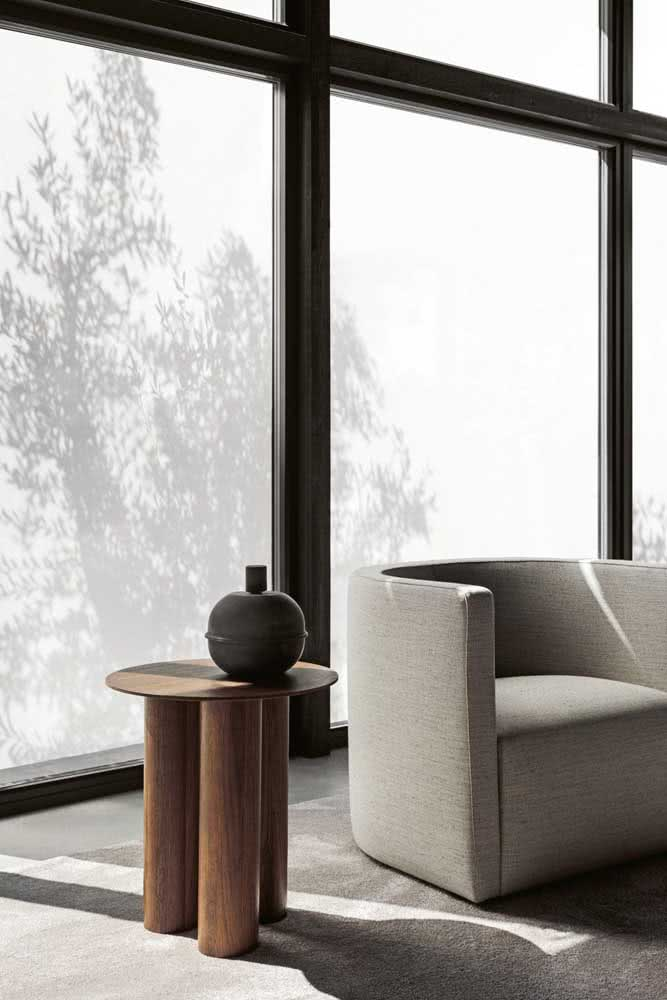 Mesa de canto redonda com design contemporâneo