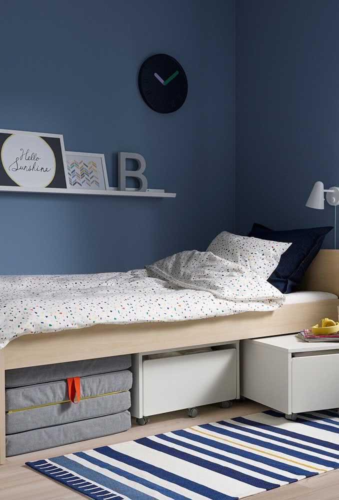Você pode armazenar os baús abaixo da cama.