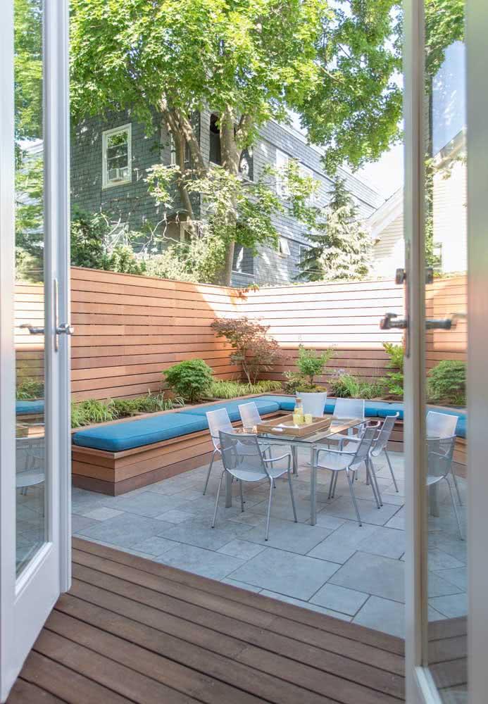 Espaço gourmet pequeno e simples no quintal de casa