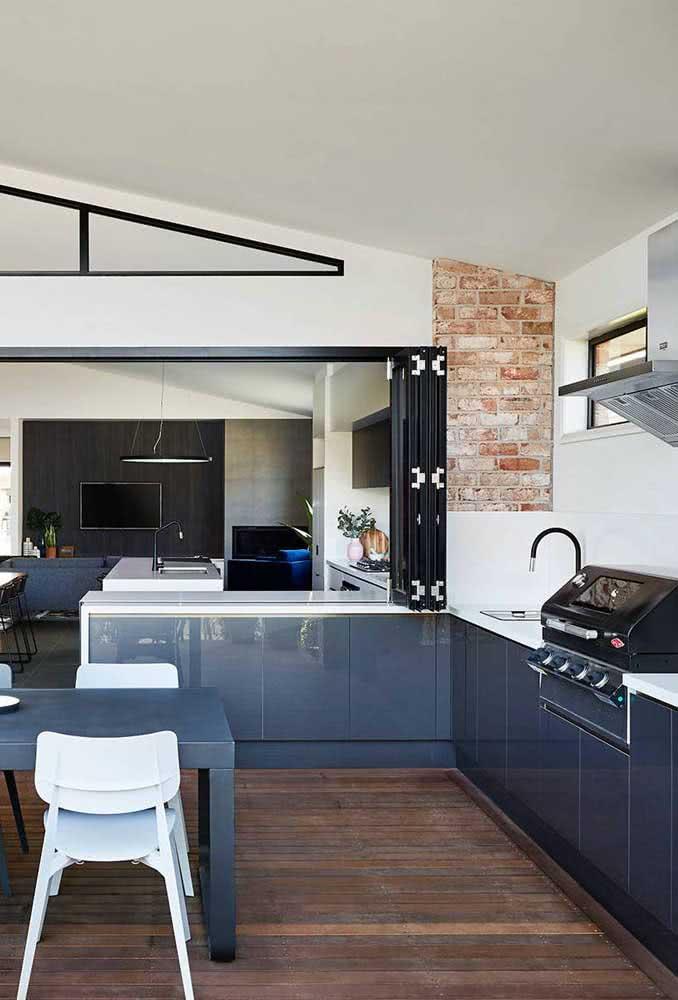Espaço gourmet pequeno integrado com a casa