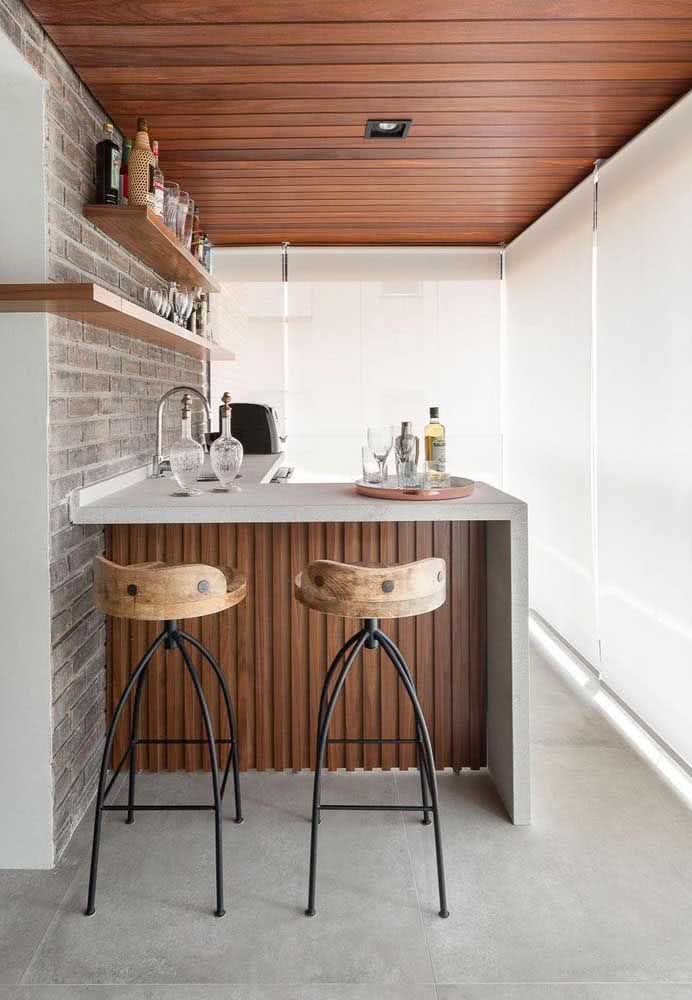Dica de ouro para decoração do espaço gourmet pequeno: use prateleiras