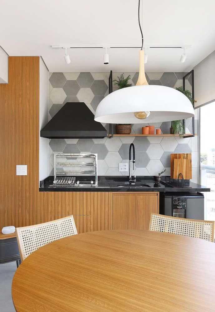 Funcionalidade e conforto são fundamentais na decoração do espaço gourmet pequeno