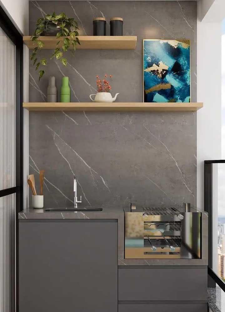 Um mini espaço gourmet no apartamento, mas capaz de receber todo mundo muito bem