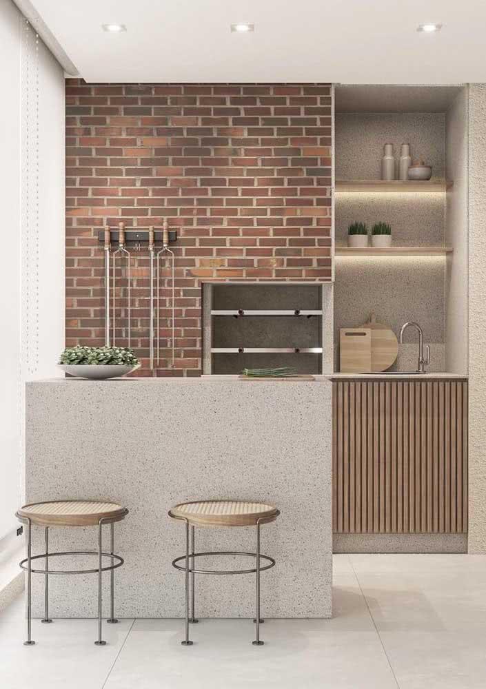 A parede de tijolinhos é clássica na decoração do espaço gourmet pequeno