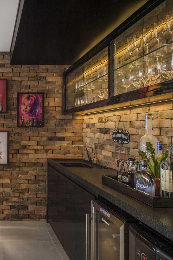Cozinha moderna com pia de granito preto