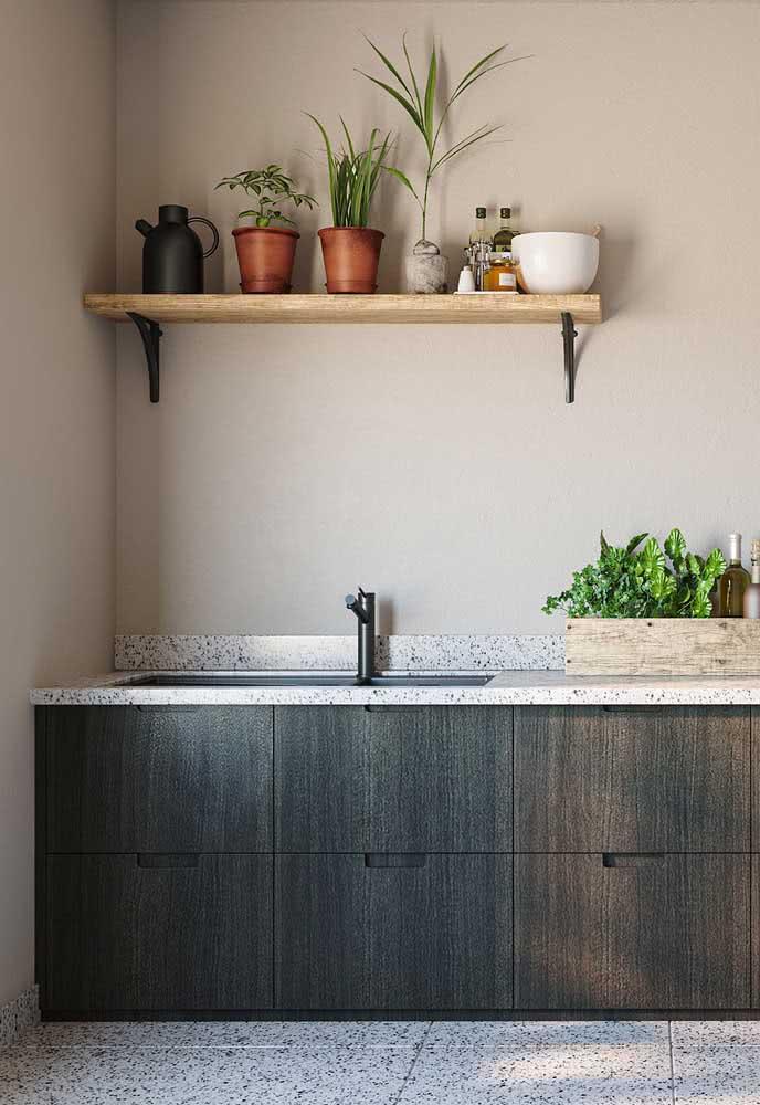 Cozinha simples e moderna com pia de granito