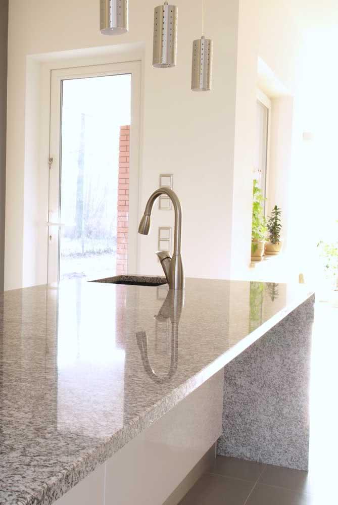 Ilha de granito na cozinha: facilidade de limpeza e durabilidade