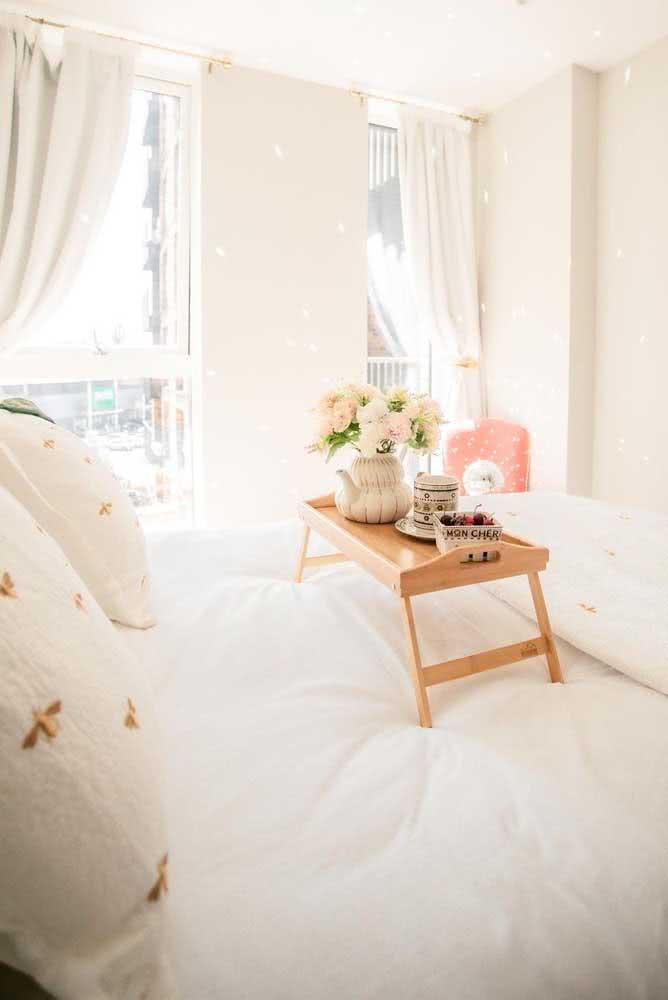 Luz e cores claras para acertar na decoração romântica