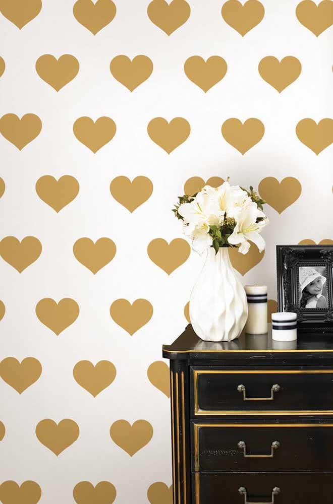 Peças vintage na decoração romântica simples