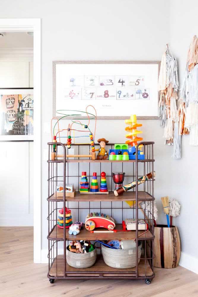 Que tal levar um pouco do estilo industrial para a estante de brinquedos?