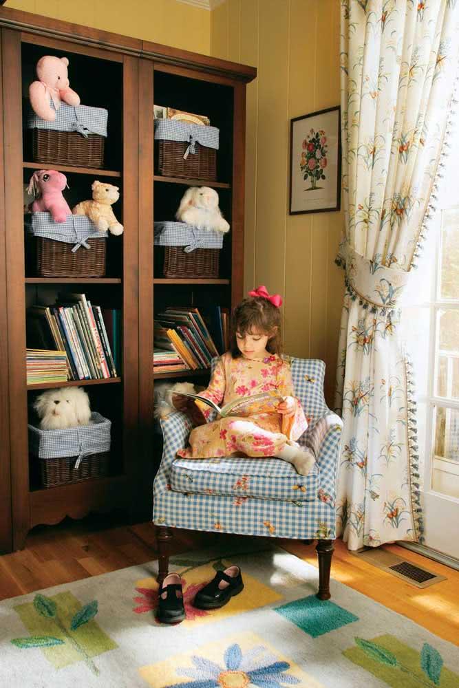 Estante para brinquedos de madeira e em estilo retrô. Um charme só!
