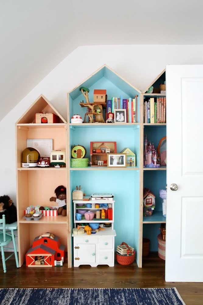 Estante para brinquedos em MDF e formato de casinha