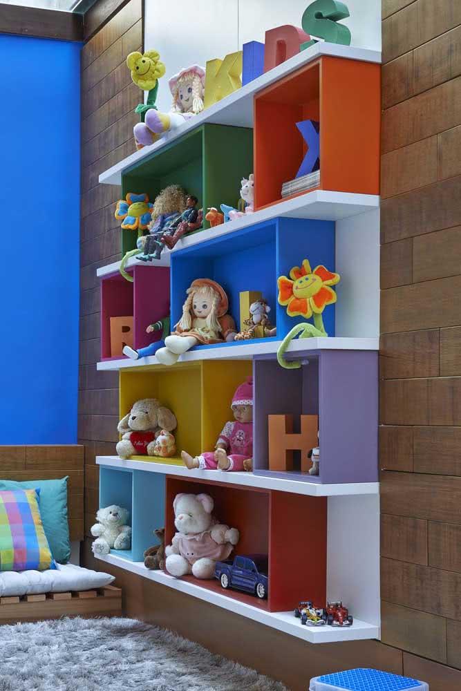 Estante para brinquedos fixa na parede: mais segurança para as crianças