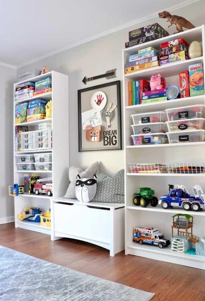 Estante infantil para guardar brinquedos, muitos brinquedos