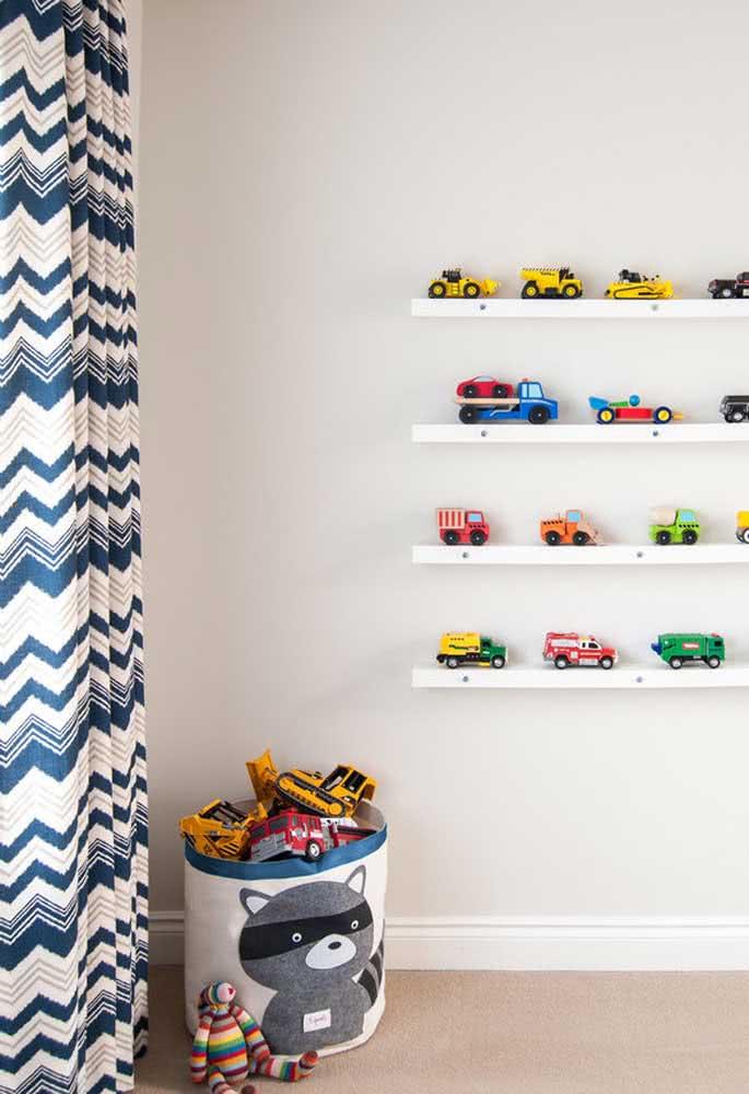 E se a estante para brinquedos se resumir em prateleiras?
