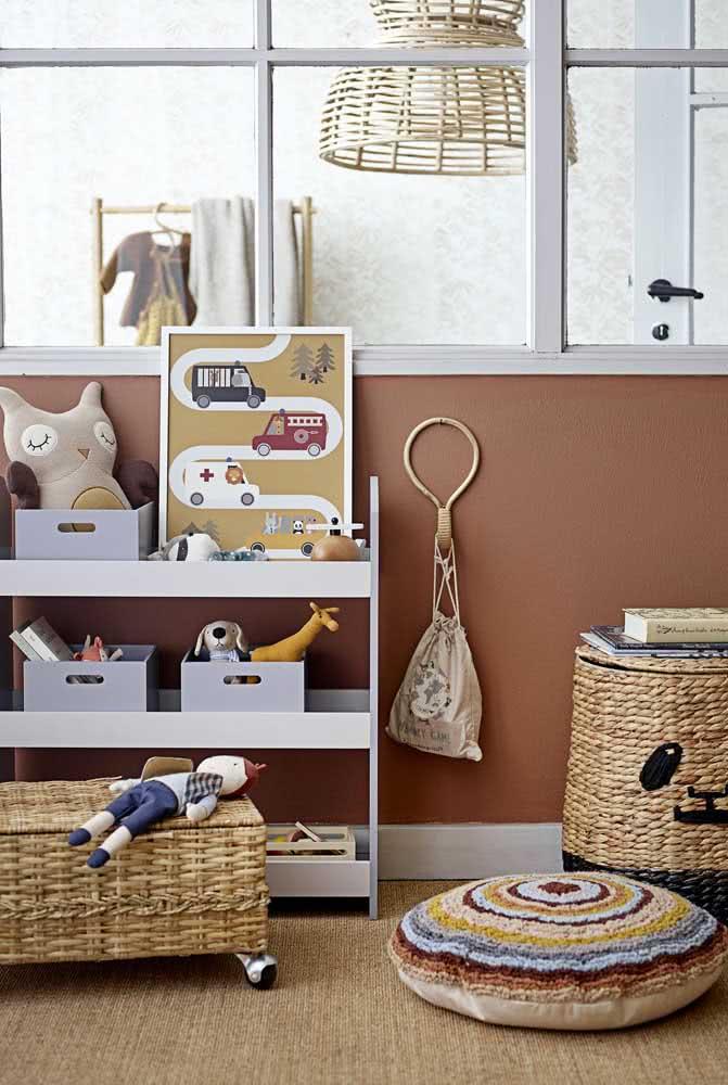 Estante para organizar brinquedos pequena e simples, mas perfeita para a criança acessar do jeitinho dela