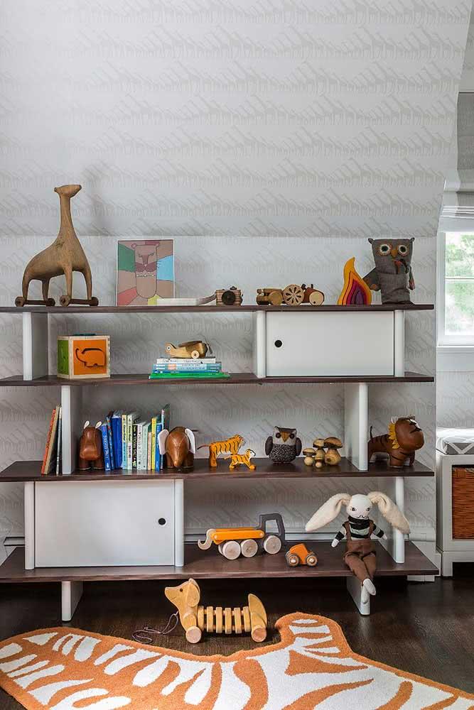 A estante para brinquedos não serve só para organizar, ela também é decorativa