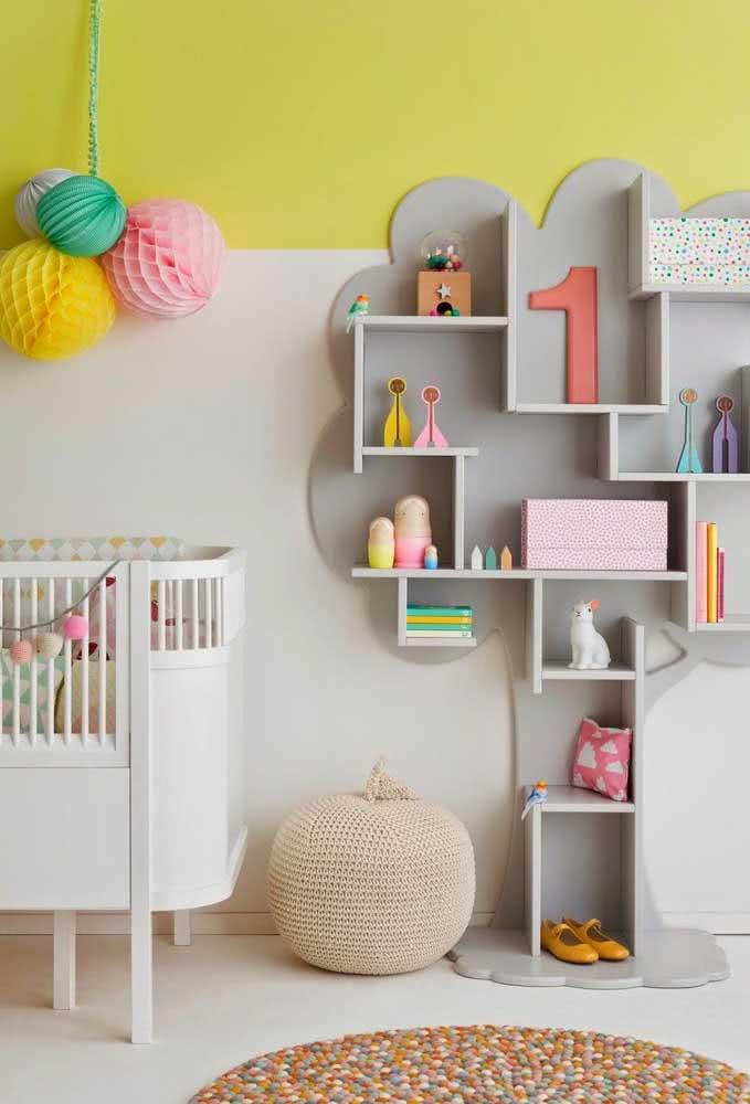 Que tal agora uma estante para brinquedos infantil criativa? Essa tem formato de árvore