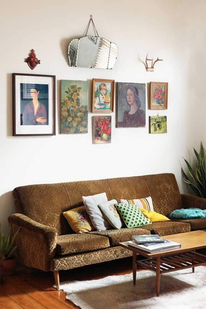 Uma composição de quadros clássicos e famosos para sala de estar
