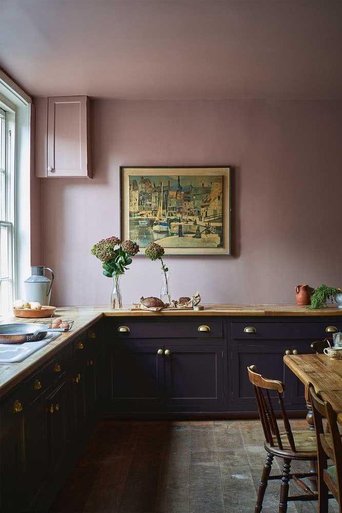 Quadro clássico na cozinha: contemplação e relaxamento