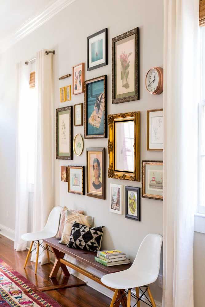 Transforme a parede do corredor com os quadros clássicos