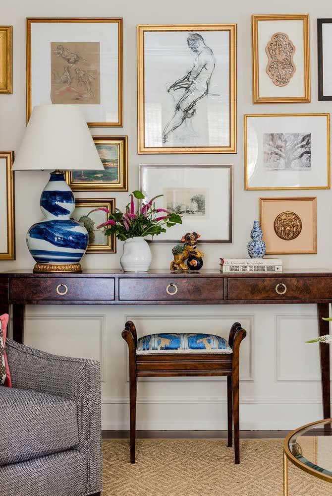 Exponha os quadros clássicos na parede e forme uma galeria de artes em casa