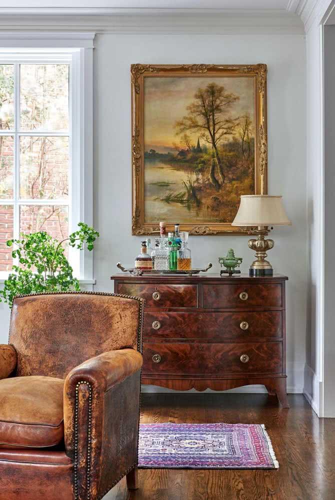Já aqui, o quadro clássico completou a decoração do mesmo estilo