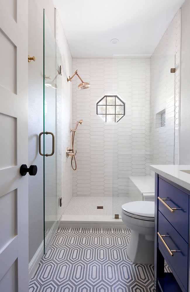 Banheiro pequeno? Use azulejos brancos para ampliar e iluminar