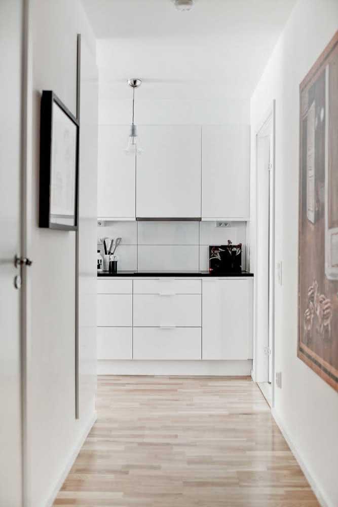 Peças de azulejos brancos grandes para modernizar a cozinha