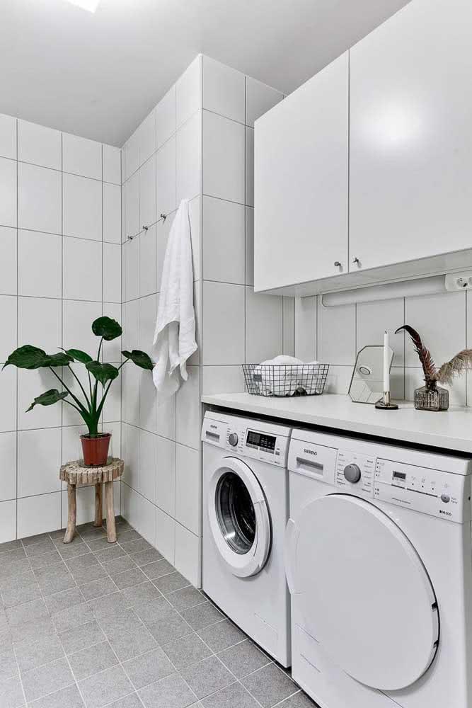 Azulejo branco para área de serviço garantindo uma limpeza fácil e rápida