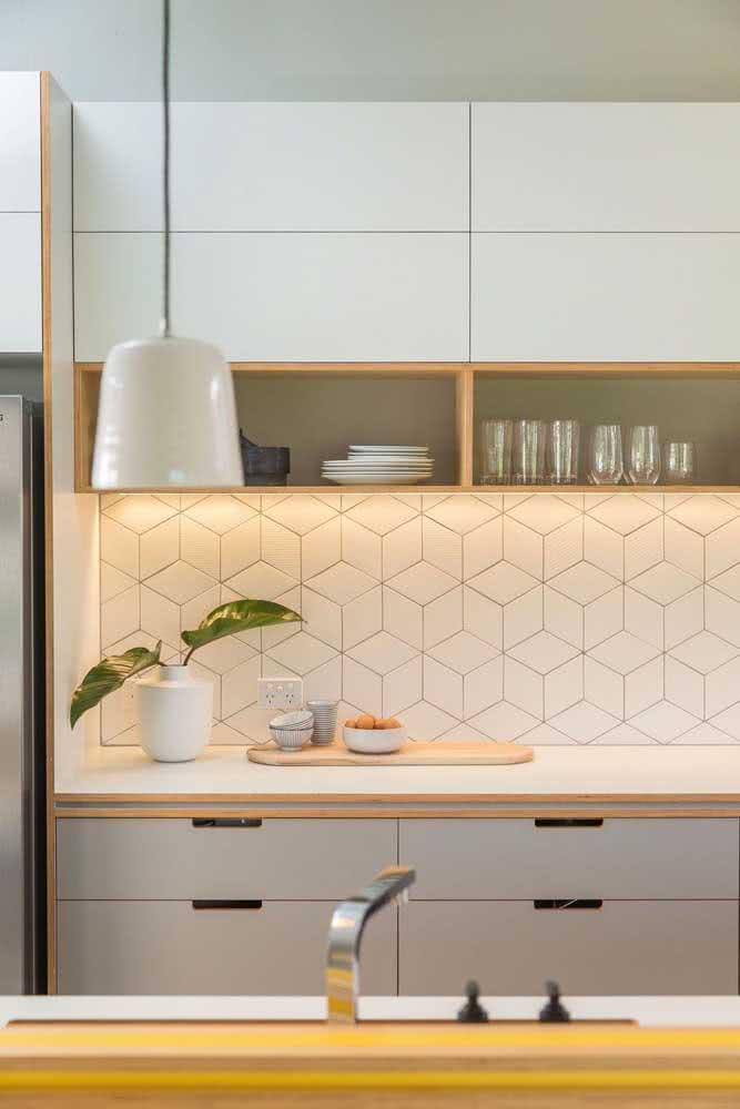 Azulejo branco para cozinha em formato hexagonal. Um jeito diferente de usar o revestimento