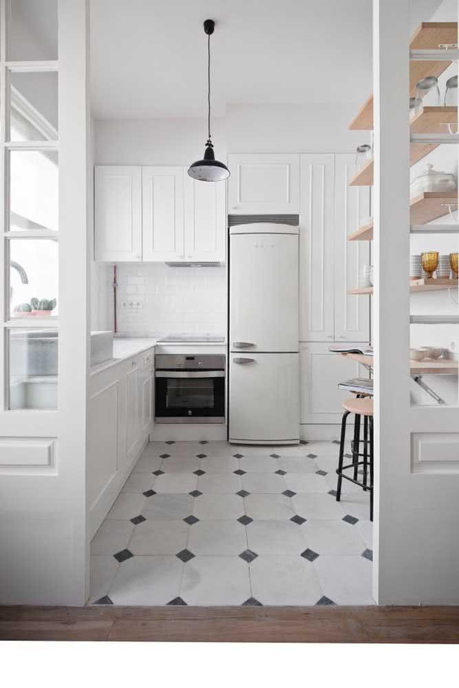 O clássico azulejo branco e preto que sempre faz bonito