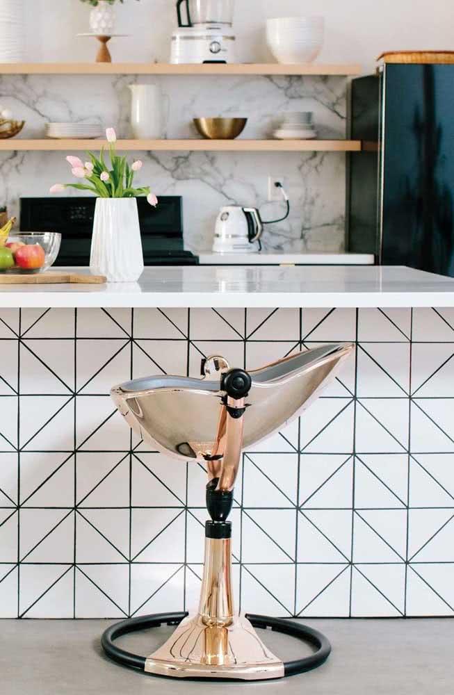 O charme moderno do azulejo branco com rejunte preto. Vale para cozinhas e banheiros