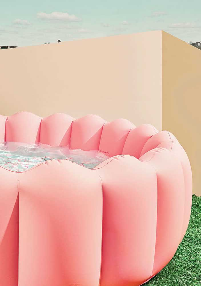 Piscina inflável infantil que ainda decora o quintal!