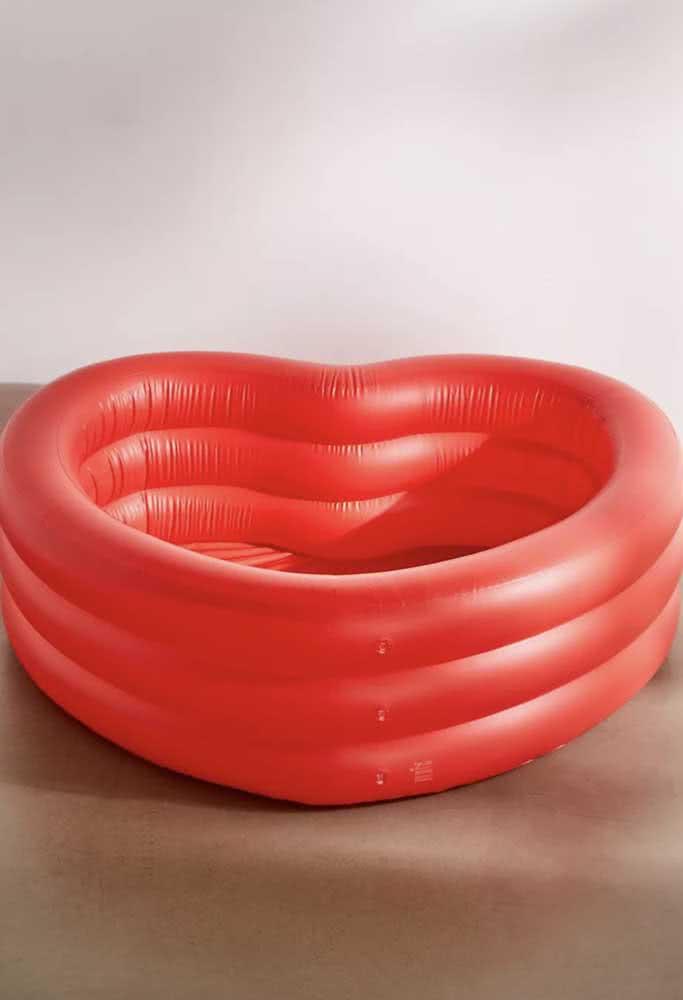 E que tal uma piscina infantil em formato de coração?