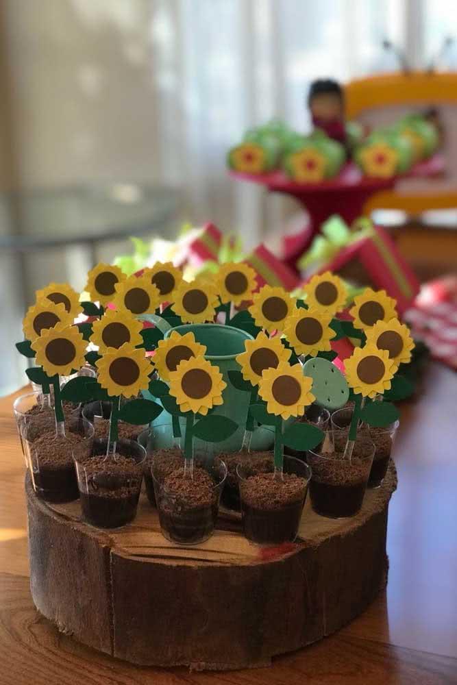 Mini flores de girassol para decorar os docinhos da festa
