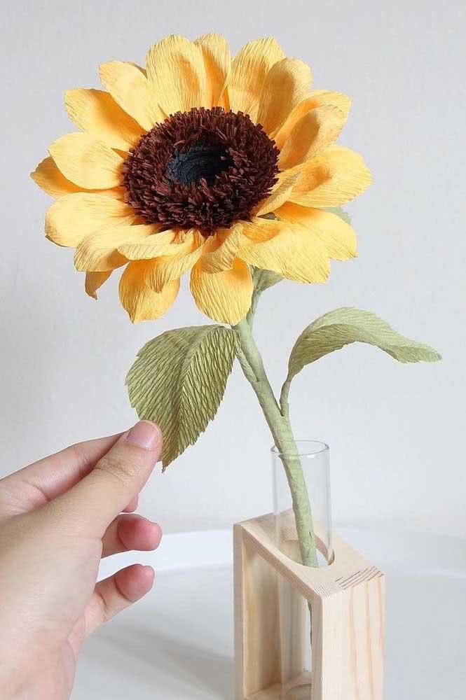 Flor de girassol de papel crepom com efeito realista incrível