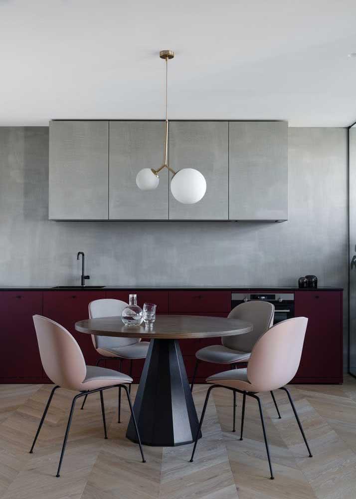 Armário de cozinha planejado. A parte aérea tem a mesma cor da parede