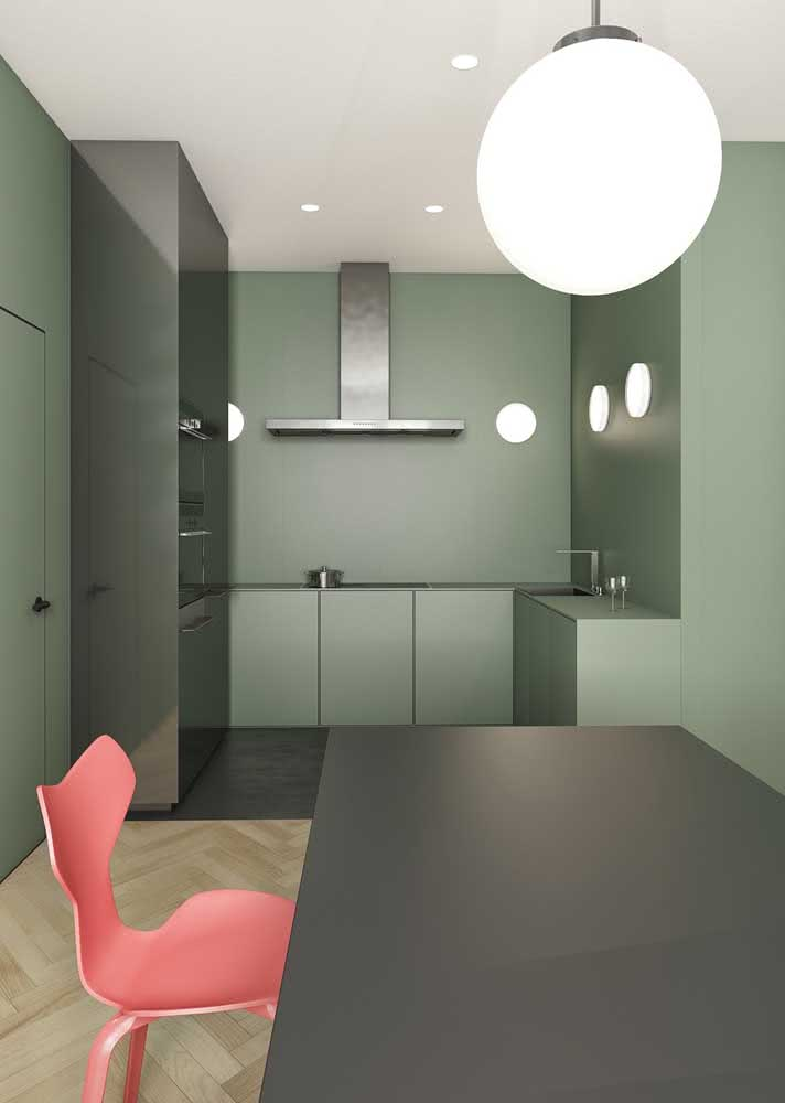 Armário de cozinha minimalista e monocromático seguindo a estética do ambiente