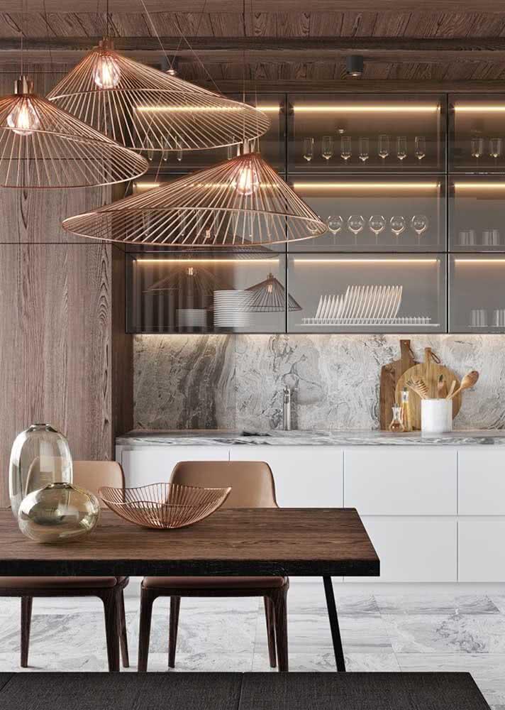 Armário de cozinha com portas de vidro: chique e moderno