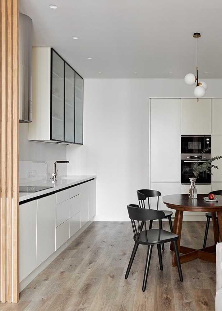 Armário de cozinha aéreo, com balcão e paneleiro
