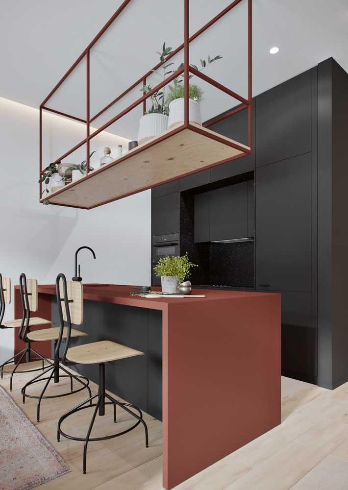 Armário de cozinha preto para contrastar com as paredes brancas