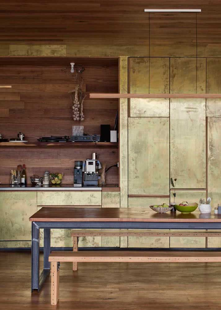 Muita personalidade no armário de cozinha em aço