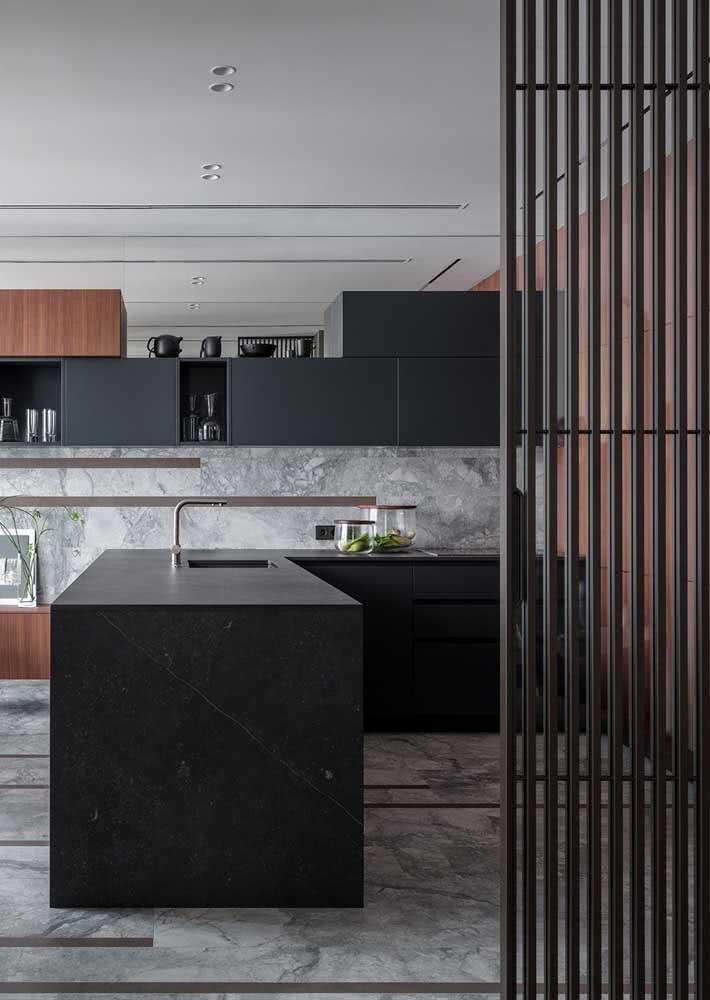 Impossível não se render ao charme sofisticado de um armário de cozinha preto