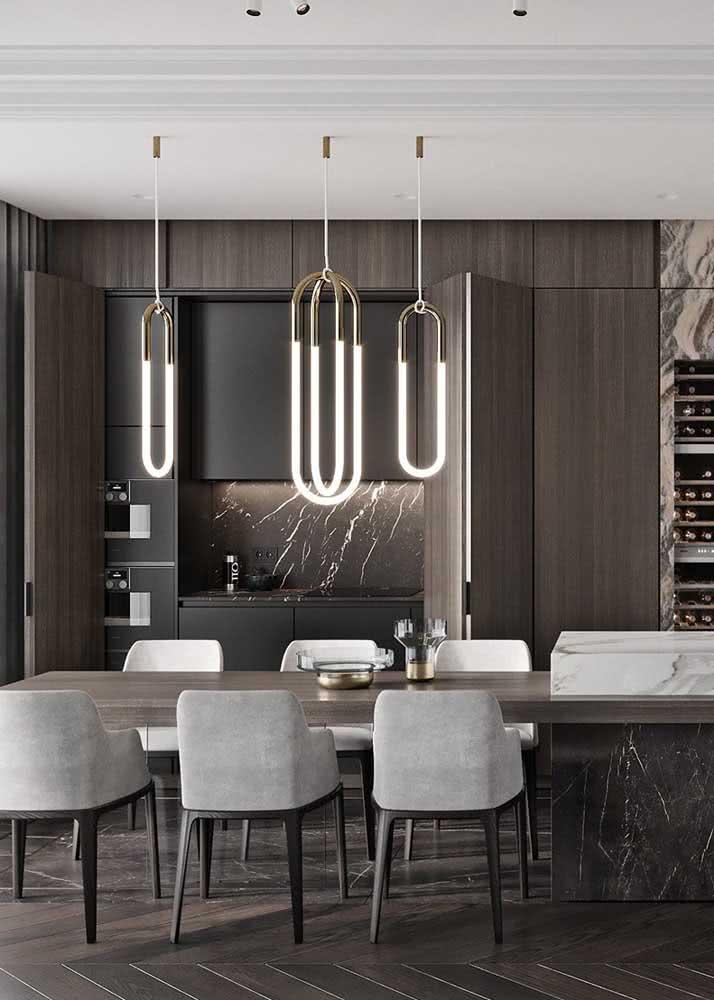 Armário de cozinha planejado com portas sanfonadas para economizar espaço na abertura