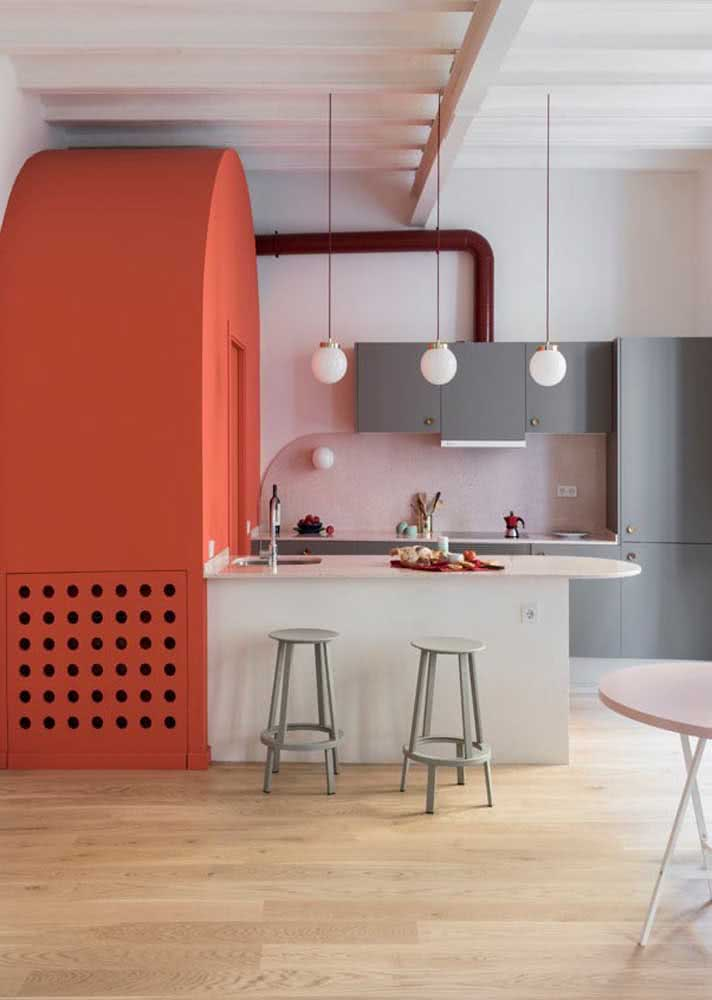 Armário de cozinha modulado cinza para quem tem pouco espaço e muito o que guardar