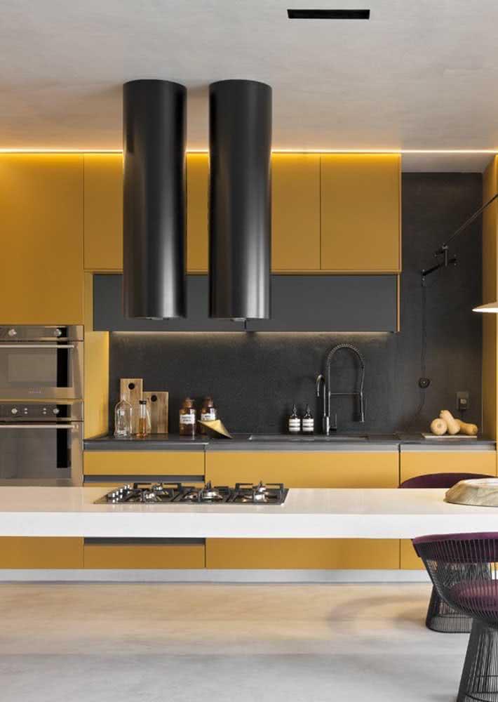 Armário de cozinha de parede amarelo. Saia do comum!
