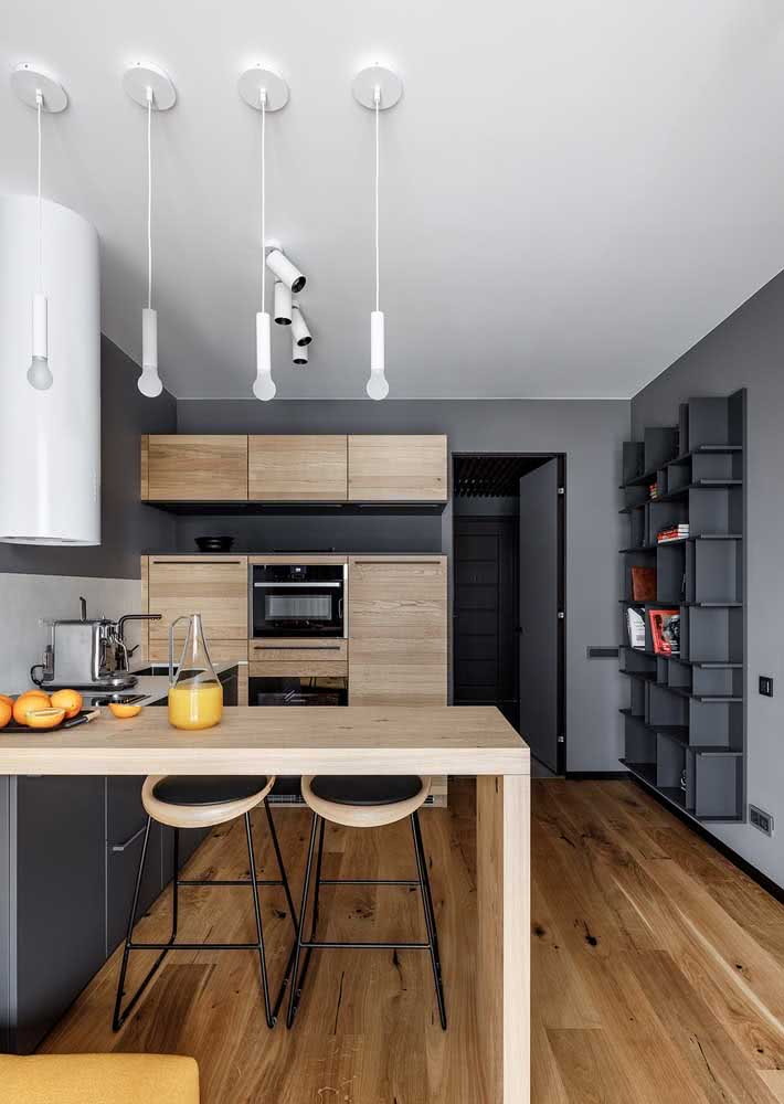 Armário de cozinha combinando com o balcão