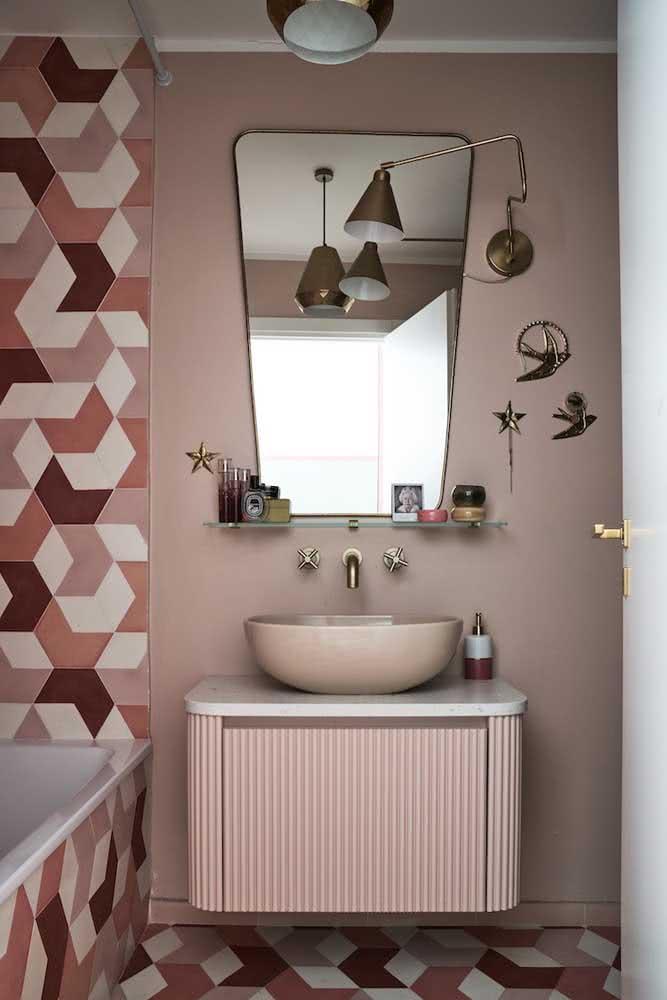Aqui, o tom de nude rosé foi lindamente combinado com os revestimentos de tons mais vibrantes